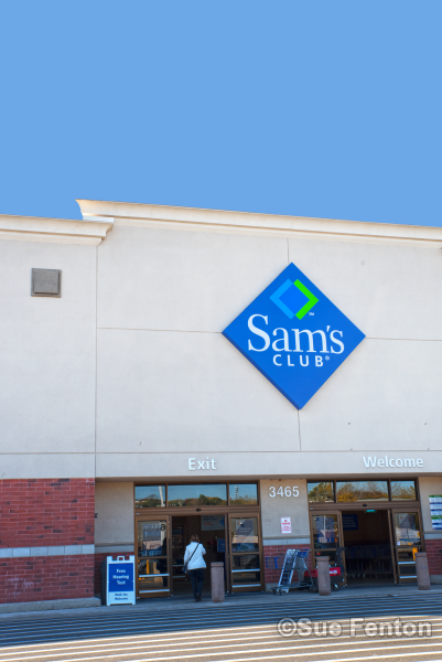 Business entrance for Sam's Club