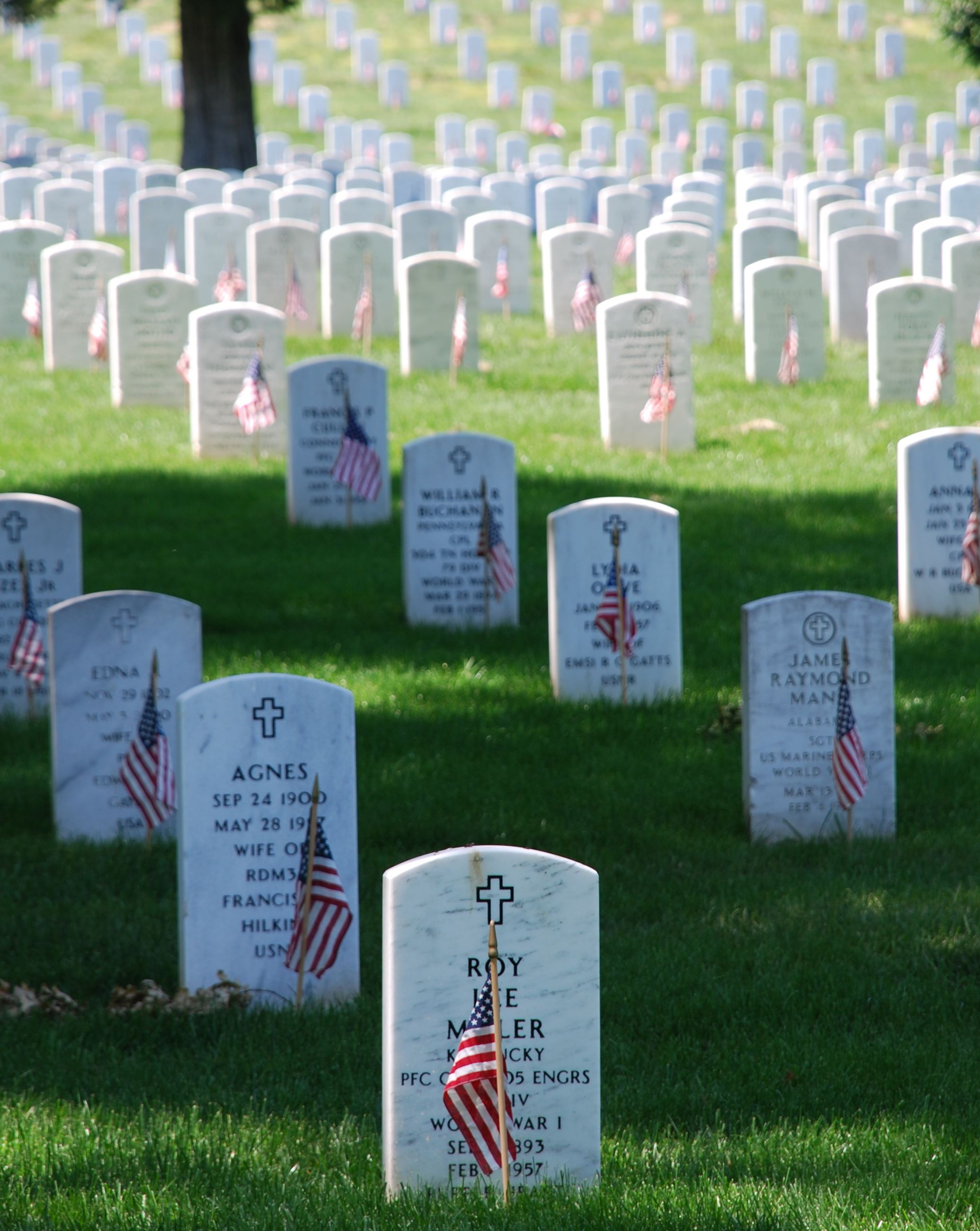 3 graves to memorial day